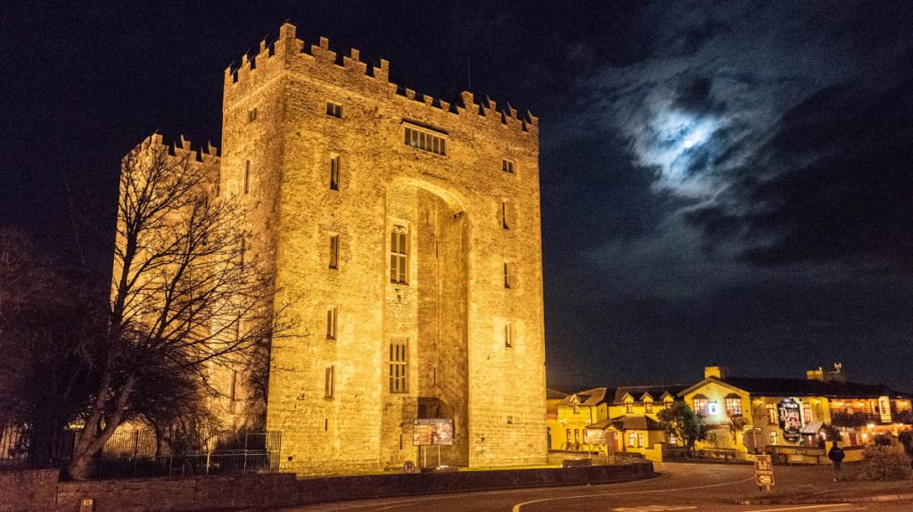 Bunratty castle, night, moon, full moon, evening, bewitching, spooky